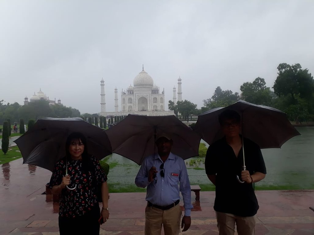 Taj Mahal Tour Happy Faces